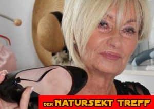 Natursektgeile Hausfrau